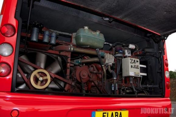 Michaelo Schumacherio autobusas bus parduotas aukcione