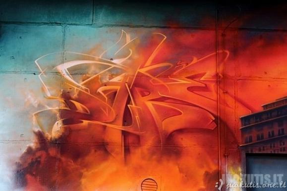 Milžiniškas Mad C piešinys ant sienos