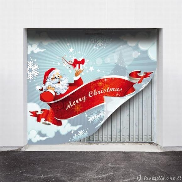 Kieti kalėdiniai lipdukai ant garažo vartų