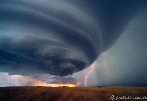 Uraganų ir viesulų nuotraukos
