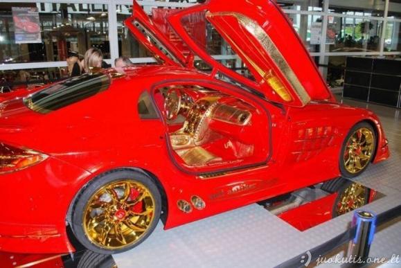 Auksinis automobilis