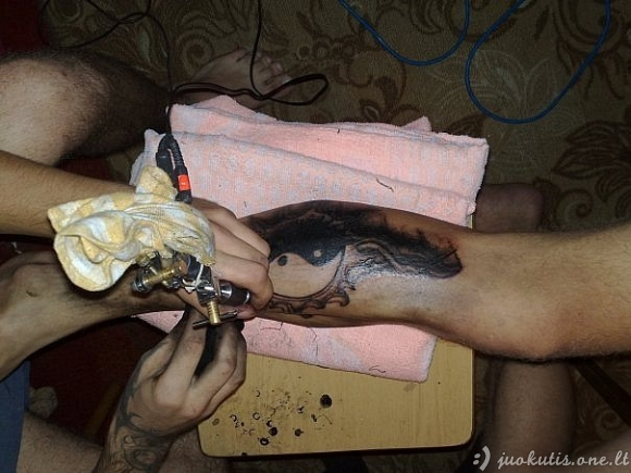 """""""Naminiai"""" tatuiruočių salonai"""