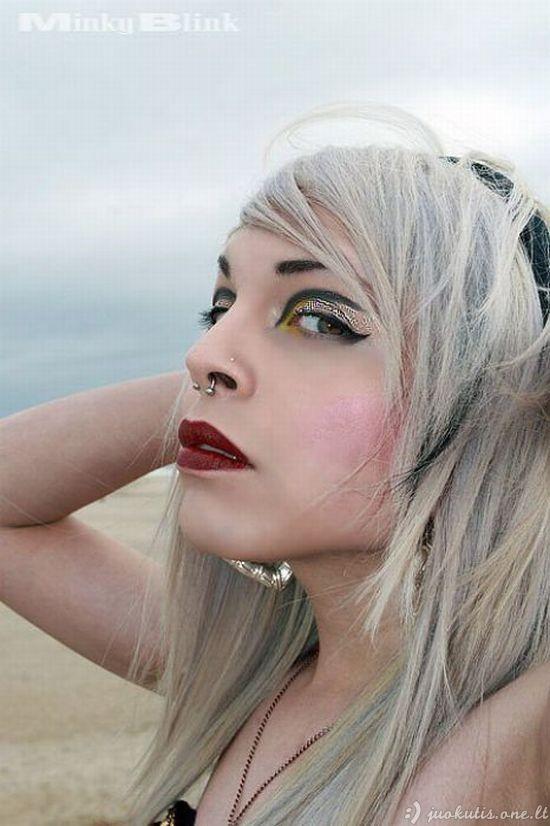 Šviesiaplaukė mergaitė