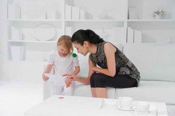 Baltas kambarys + lipdukai + vaikai = ?
