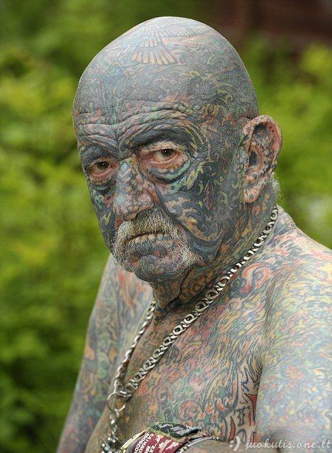 Senukai, jaunystėje mėgę tatuiruotes