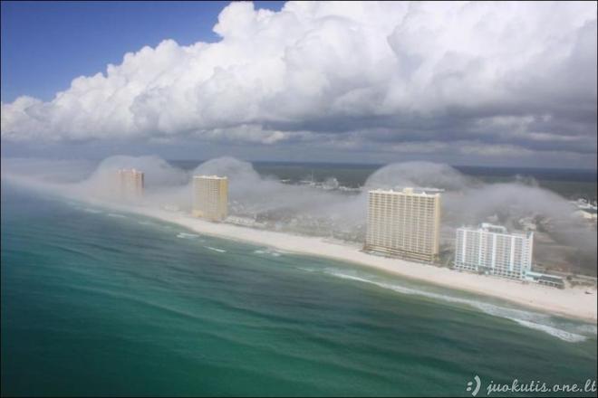 Panamos paplūdimiai tarp debesų