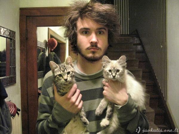 Gražūs vyrai su katukais
