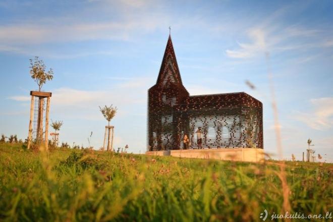 Nereali permatoma bažnyčia
