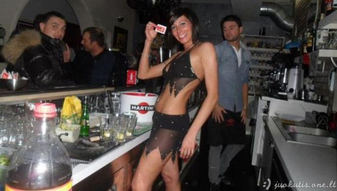 Barmenė viename Italijos bare