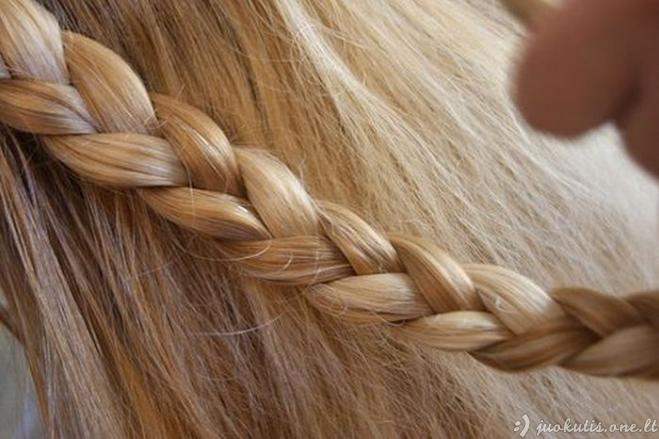 Gražūs gražiai supinti plaukai