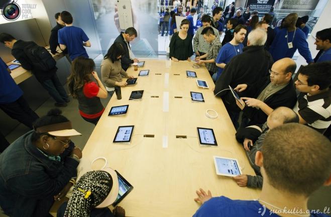 Žmonės perka naująjį iPad 3