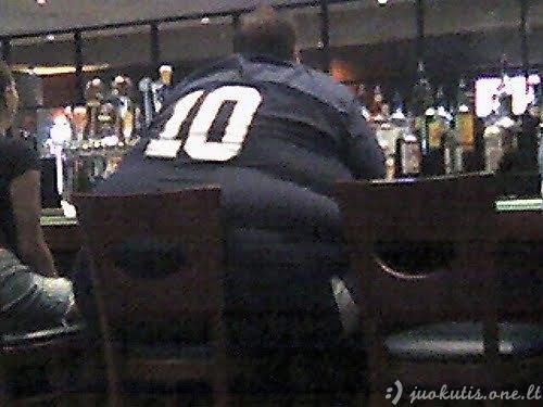 Krūtinė ant nugaros