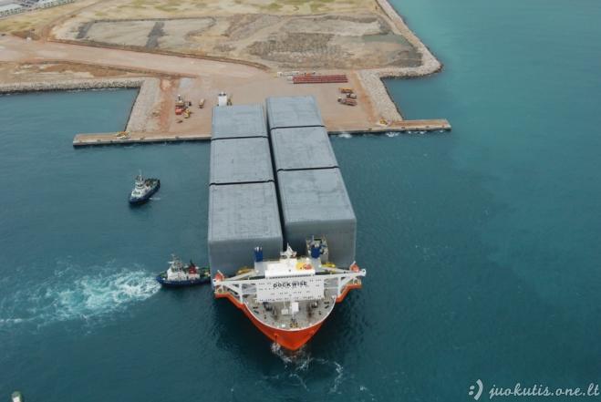 Milžiniškas plaukiojantis dokas