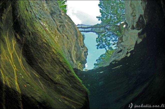 Skaidrus upės Verzaska vanduo
