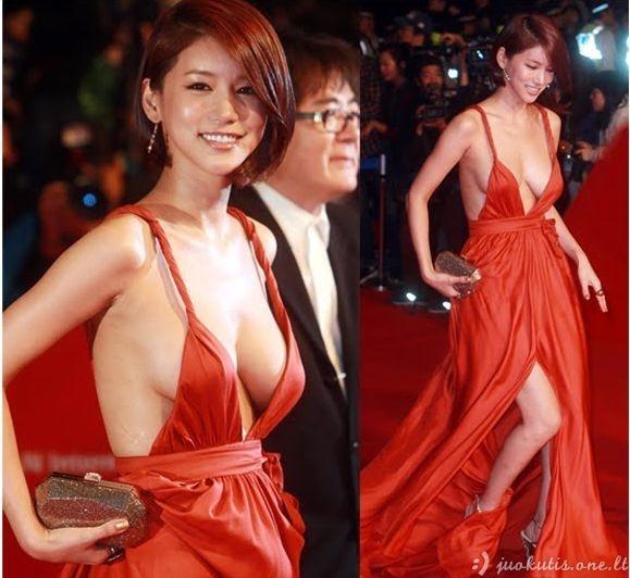 Skandalinga aktorės suknelė