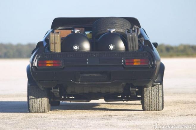 Super kovinis automobilis