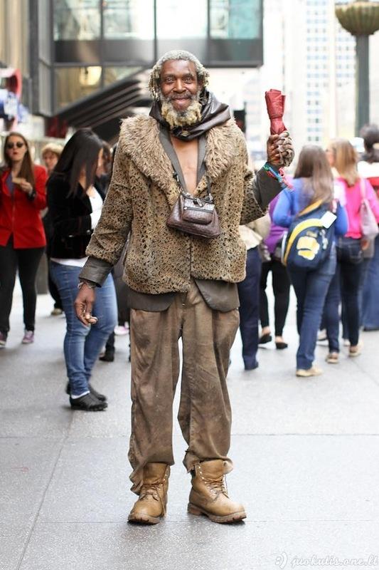 Žmonės Niujorko gatvėse