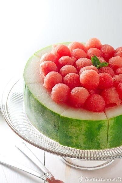 Neįprastai supjaustytas arbūzas
