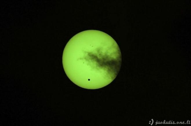 Veneros tranzitas pro Saulę