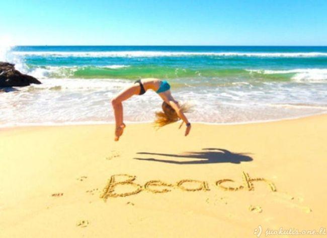Mergelės paplūdimyje