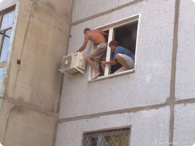 Baisus kondicionierių montuotojų darbas