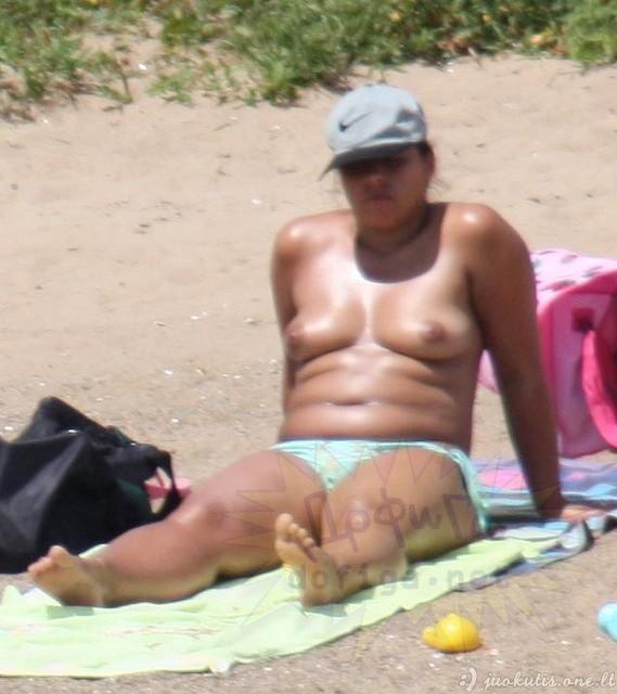Merginos Ispanijos pliažuose