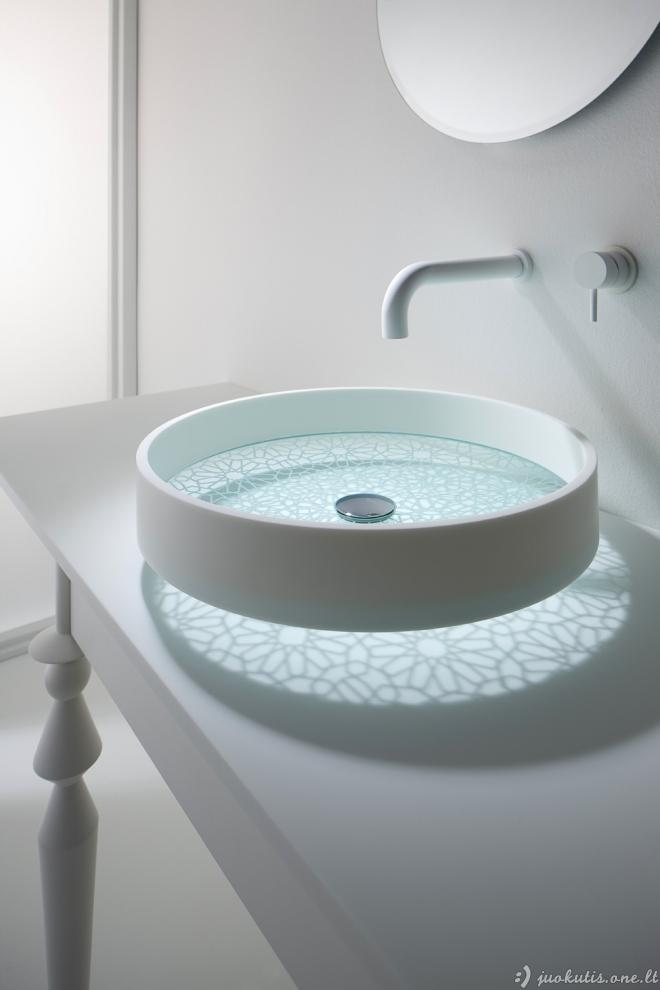 Gražūs vonios kambariai iš Omvivo