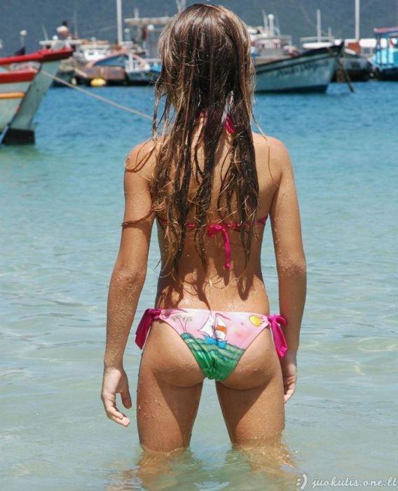 Gražios paplūdimio mergaitės