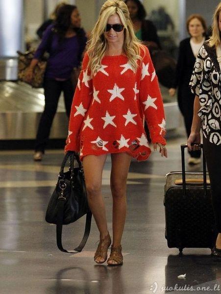 Holivude išpopuliarėjo ištampytas megztinis