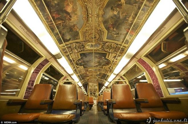 Paryžiaus metro traukiniu galima nukeliauti į pasaką