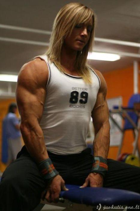 Kai raumenų pas moterį yra per daug