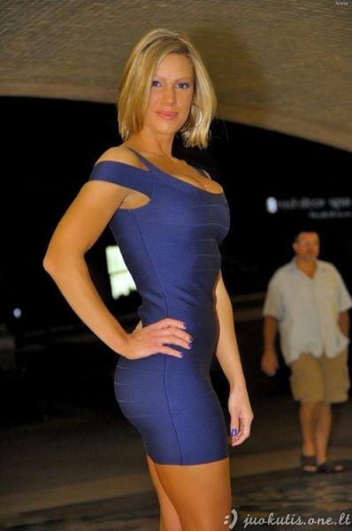 Labai aptemptos suknelės