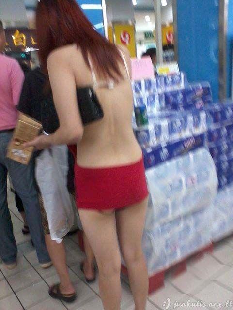 Madinga kinė parduotuvėje