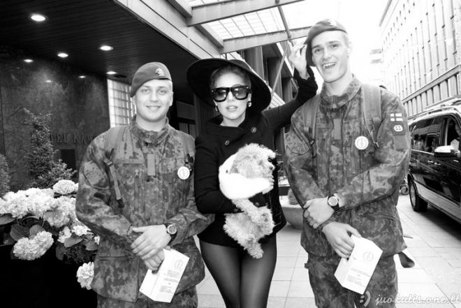 Ką Lady Gaga veikia užkulisiuose