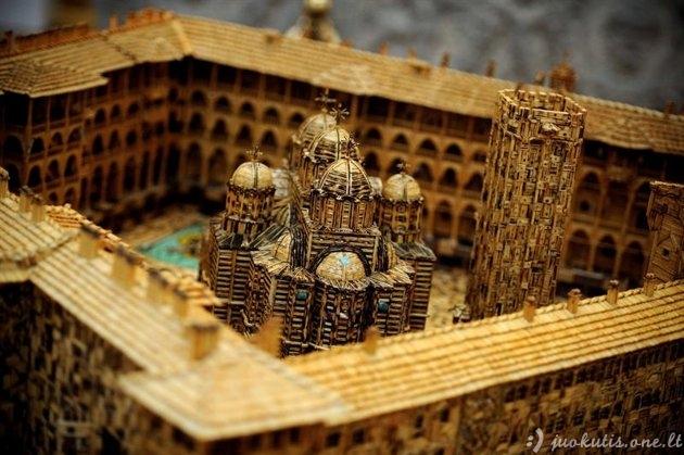 Bažnyčios modelis iš degtukų