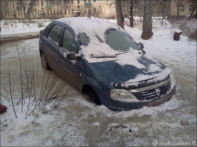 Kaip nereiktų parkuoti savo automobilio