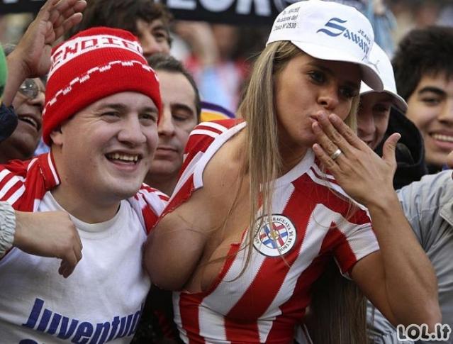 Visos futbolo fanės!
