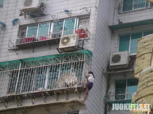 Kai nėra pinigų laiptinės statyboms