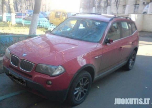 Blondinė + BMW X5 = ?