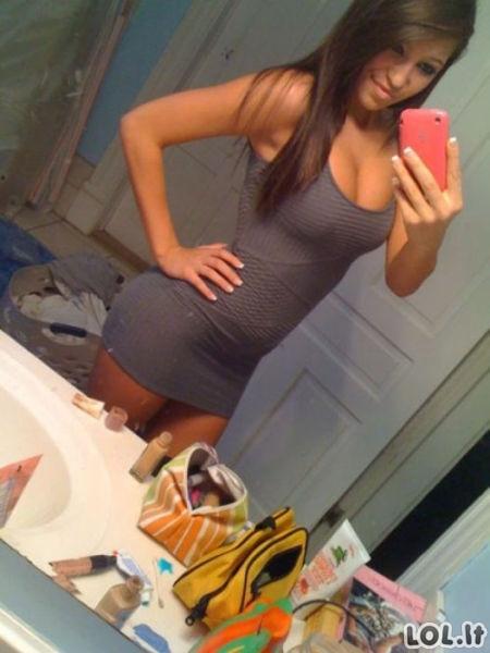 Merginos su aptemptom suknelėm
