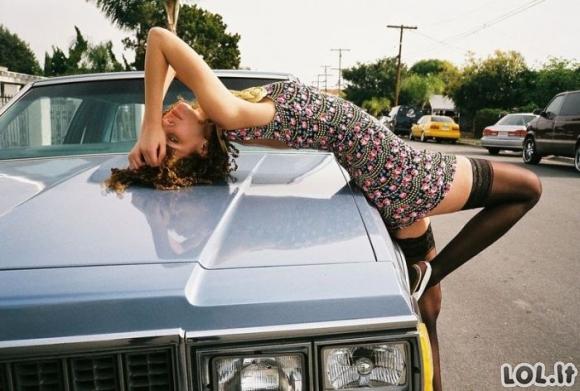 Merginos ir automobiliai (25 foto)