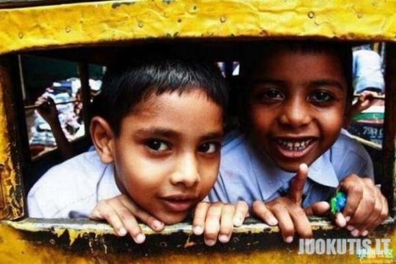 Mokykliniai autobosai kitose šalyse