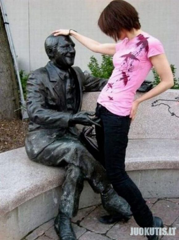 Iš*ipi*inėjimas su statulom
