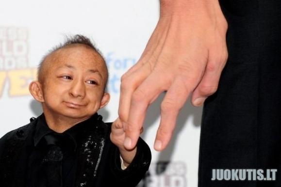 Susitiko mažiausias ir aukščiausias pasaulio žmogus :)