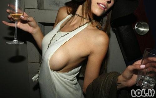Merginos, neturinčios ką apsirengti