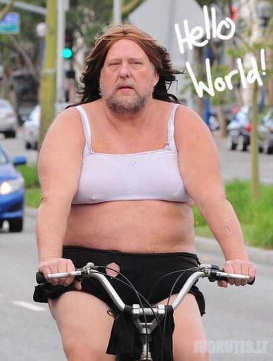 Graži mergaitė ant dviračio