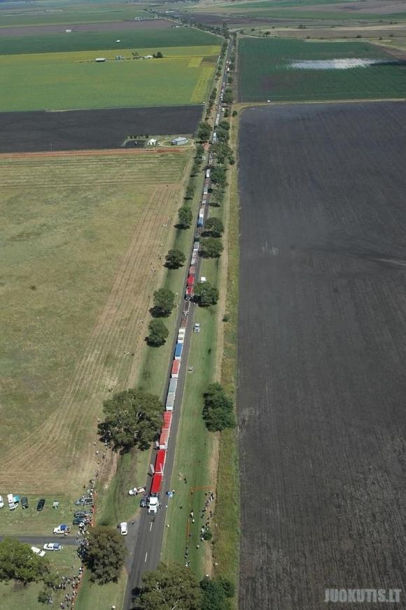 Nerealiai ilgi auto-traukiniai