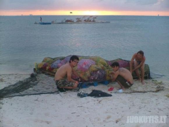 Sala iš plastmasinių butelių