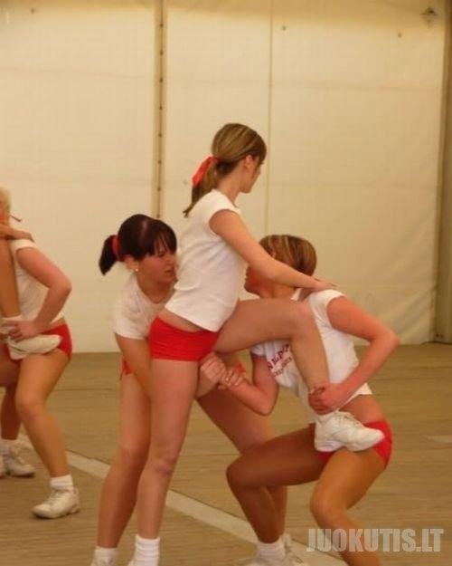Palaikymo šokėjos ir jų nesekmės