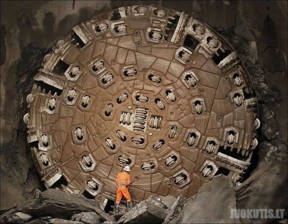 Ilgiausias pasaulyje tunelis